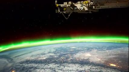 Изглед от космическа станция през нощта