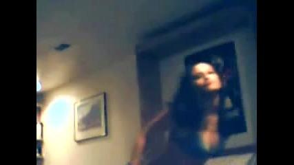 Готина Мацка Си Танцува