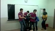 Пародия на нападението на Ахмед Доган в училище смях