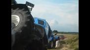 Рекорд: Каране на трактор на 2 гуми!
