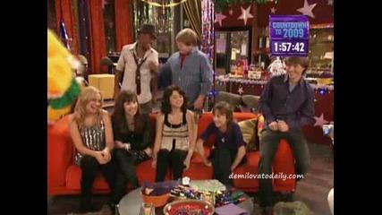 Demi I Selena Predstavqt Sonny With A Chnce