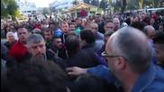 """Сблъсъци между хора """"за"""" и """"против"""" мигрантите на остров Хиос"""