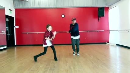 11 годишна танцува страхотно на Taylor Swift - Shake It Off