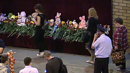 Russia: Kazan residents bring toys and flowers to school shooting site