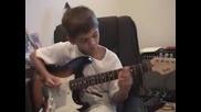 7 годишно дете свири с китара