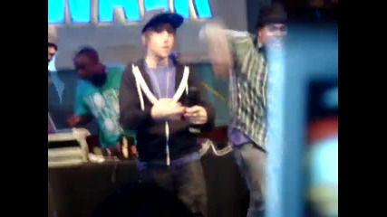 Justin Bieber - Love Me Live at Universal Citywalk 11 17 2009
