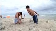 Идиоти на плажа... Смях