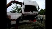Стоварване на камион
