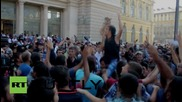 Hungary: Migrants protest outside Budapest rail station