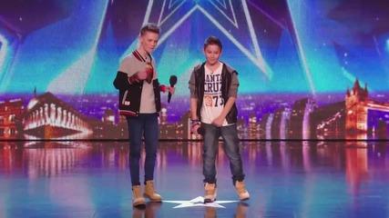 Две момчета изправиха на крака жури и публика - Britain's Got Talent 2014