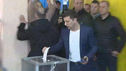 Ukraine: Zelenskiy casts his ballot in runoff presidential election