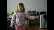 Дете на 3 год. пее
