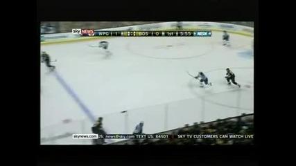 """Втора победа за """"Бостън"""" от началото на сезона в НХЛ"""