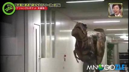 Скрита камера - динозавър гони човек