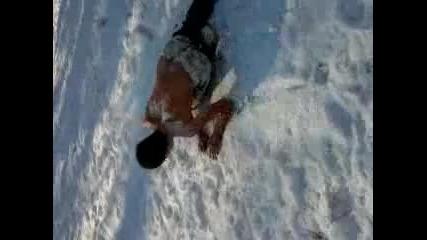 Ludaci ska4at goli v snega 2 Smqh