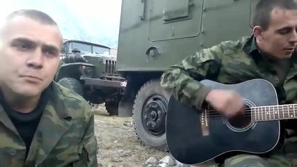 Талантливи руски войници изпълняват руска песен : Девчонка-превод