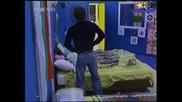 Big Brother 4-Камен Пипна Паричките На Наталия!17.10.2008