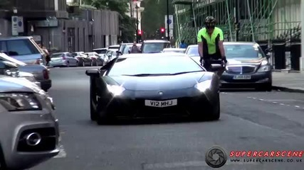Пич с колело се прави на интересен пред шофьора на Lamborghini Aventador