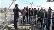 Greece: Syrian, Iraqi refugees allowed to enter Macedonia in small groups