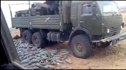 Руски войници сортират боеприпаси