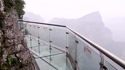 Стъклена пътека в планината Тианмен, Китай