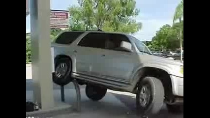 Топ 10 смешно паркирани автомобили