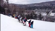 Задно салто направено от 30 скиора едновременно