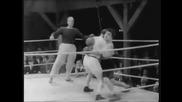 Чарли Чаплин се боксира на ринга! Смях!