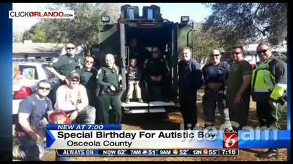 Полицаи правят изненада на дете аутист