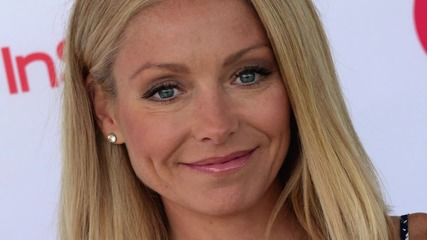 Kelly Ripa is the Latest Celeb to Debut Hot Pink Tresses