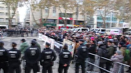 Germany: Far-right activists and antifa face off in Cologne