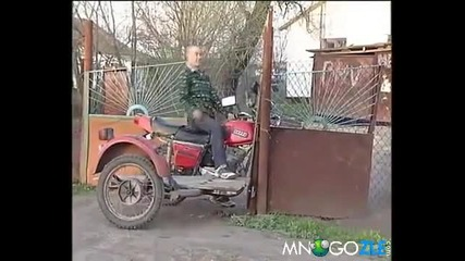 Идиот срещу ограда