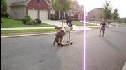 Куче кара тротинетка