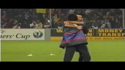 Гуардиола и Моуриньо в братска прегръдка