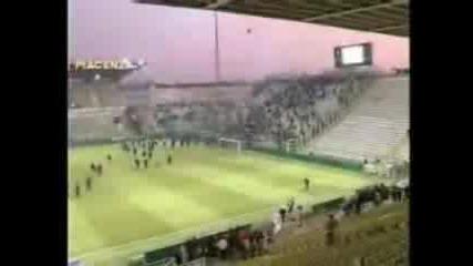 Ultras - Parma - Juvescontri In Mezzo Al Cam