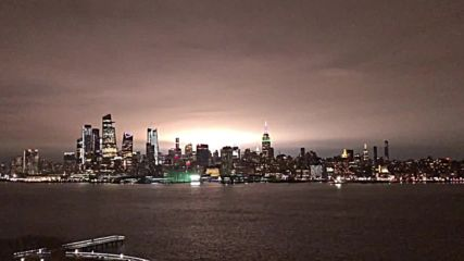USA: Transformer explosion in Queens illuminates New York City skyline