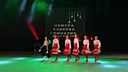 Михаела Кърпачева, народни танци по време на изпращането на ПГНЕ