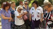 Тези руски баби горят айфони в името на Путин