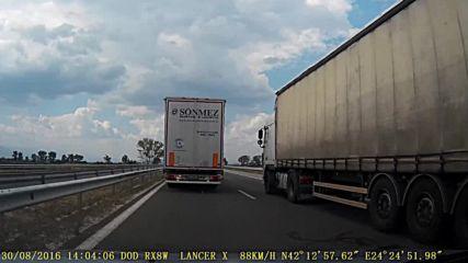 Как се изпреварват камионите? С мноооого мъка! :)