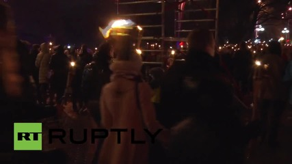 Latvia: Thousands mark independence day with torchlight procession