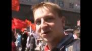 9 май 2010, Москва, шествие на К П Р Ф с много портрети на Сталин. Слава на Червената армия!