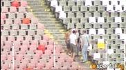 Бой на Армията - шамарят фен пред играчите на Цска по време на тренировката на Армейците