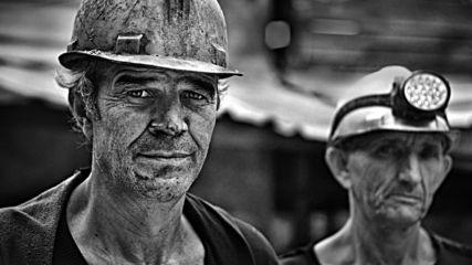 Абсурд по български: 130 миньори остават под земята!