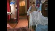 Шоколад и пипер, Данило издебва Аниня, докато тя пробва сватбената си рокля и я упреква за това