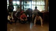 лебедово езеро изпълнявано от момчета(много смях)