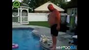 Дебеланко минава през воден пояс