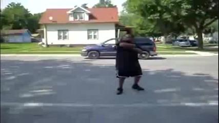 Сладоледаджия блъска с камиона си gangsta !