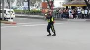 Полицай танцува като Майкъл Джексън