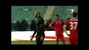 Мболи заби топката в главата на Туре