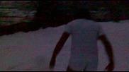 карловец се въргаля в снега по боксерки и тениска ;дд